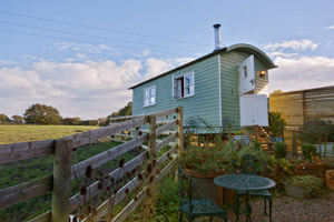 Small_Shepherds_Hut_Glamping_luxury_camping_shropshire
